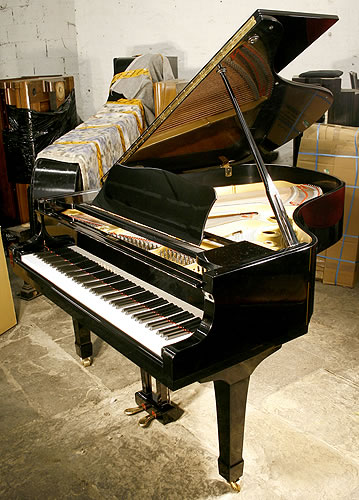 1979 yamaha g3 grand with a black case and polyester for Big grand piano